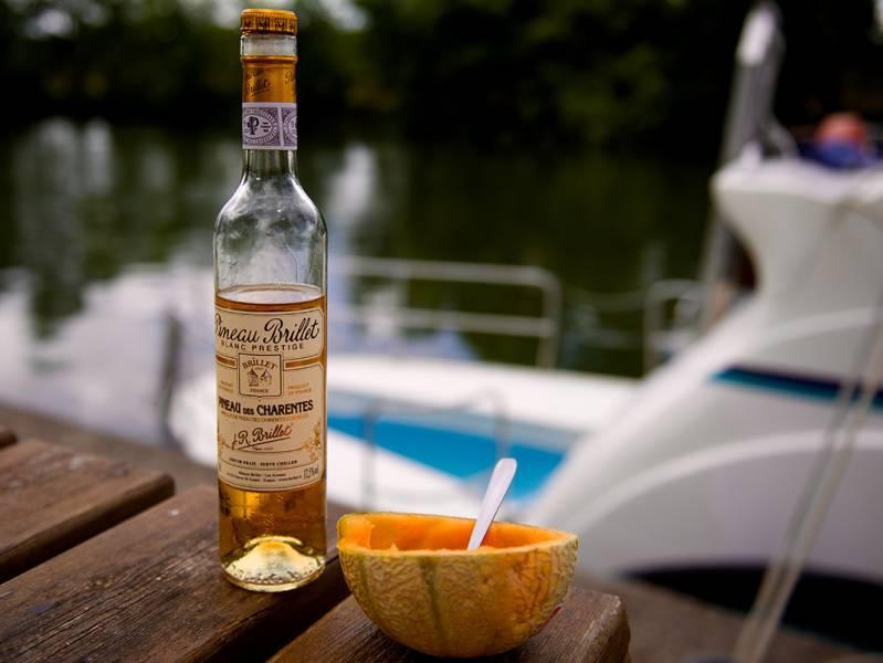 pineau des charentes melon charentais bateau en bateau charente en croisiere inter croisieres sireuil nicols.jpg