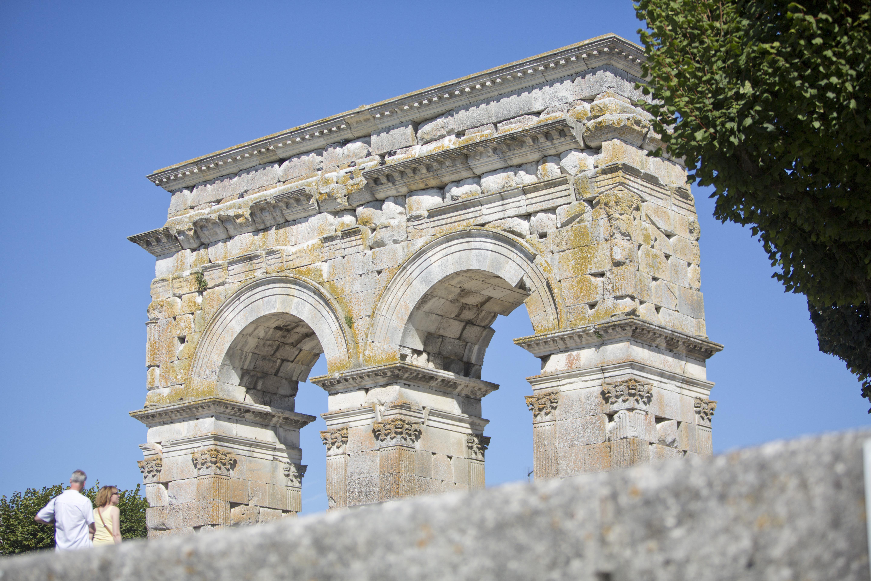 arc de germanicus saintes charente bateaux nicols inter croisieres sireuil laval.jpg