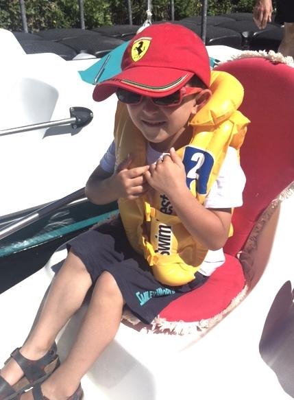 Enfant a bord pedalo charente sireuil intercroisieres.