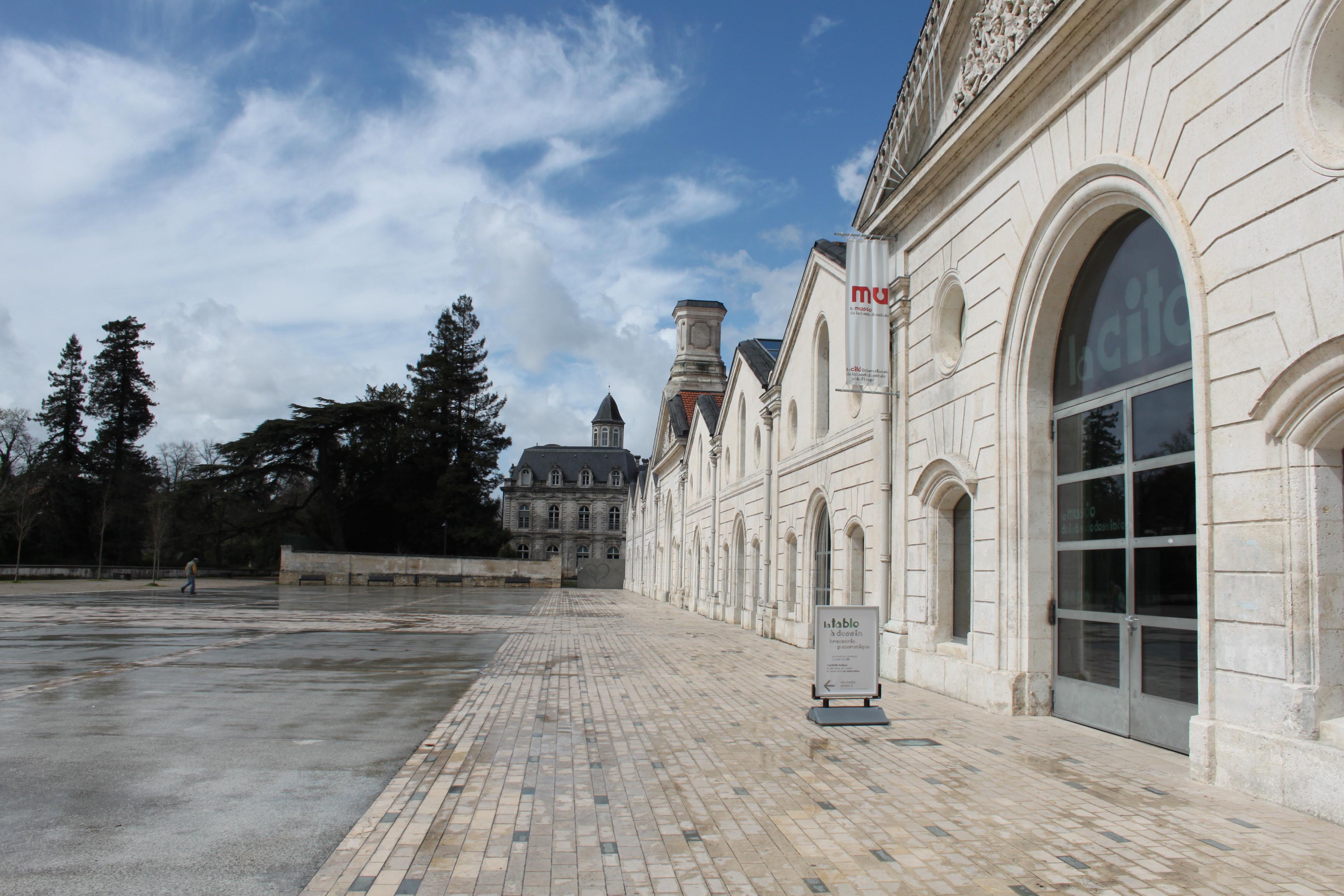 intercroisieres :: Mini-semaine : Escapade entre BD et vignoble avec votre location de bateau vers Angoulême et Cognac