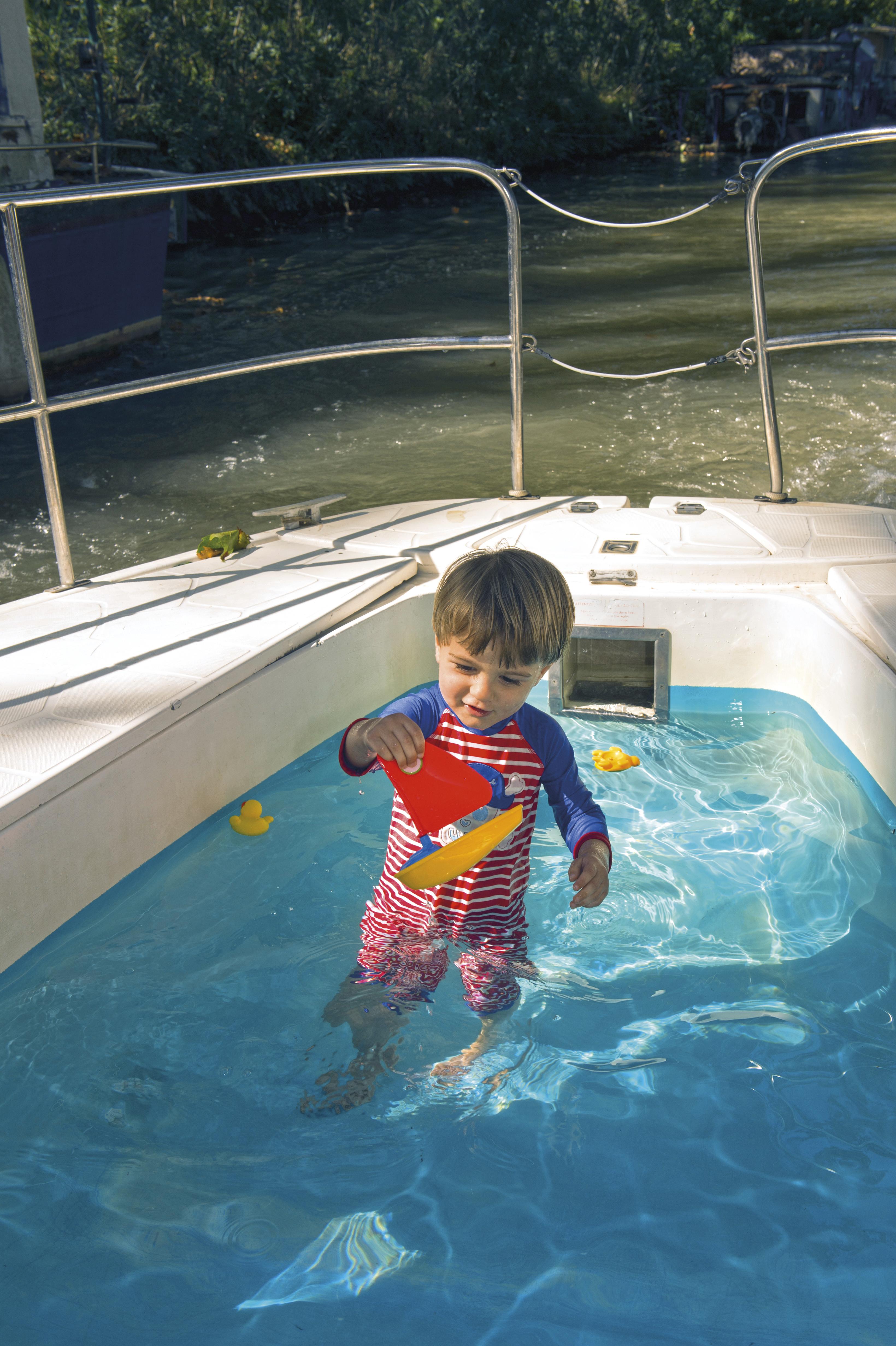 piscine nicols enfant charente sireuil intercroisieres.jpg