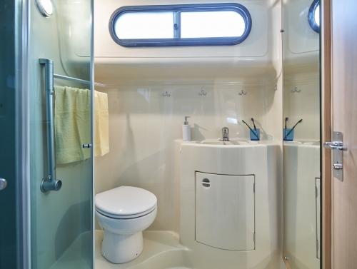 NICOLS ESTIVALE SIXTO PRESTIGE C JJ Bernier salle d eau sireuil charente intercroisieres