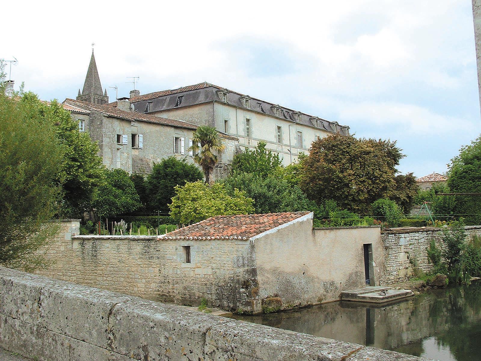 abbaye bassac charente en croisiere inter croisieres sireuil nicols 2959 charentestourisme.jpg