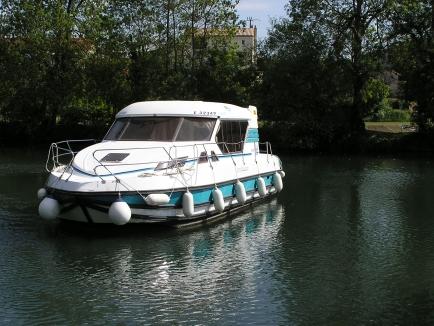 Nicols Sedan 1000