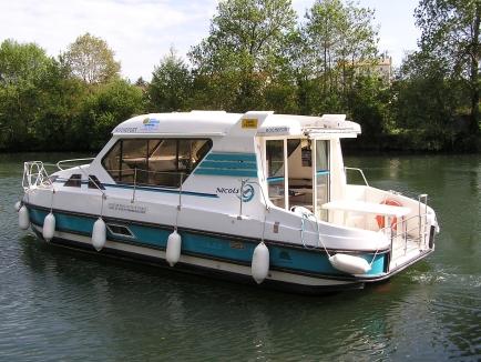 Nicols Sedan 1010
