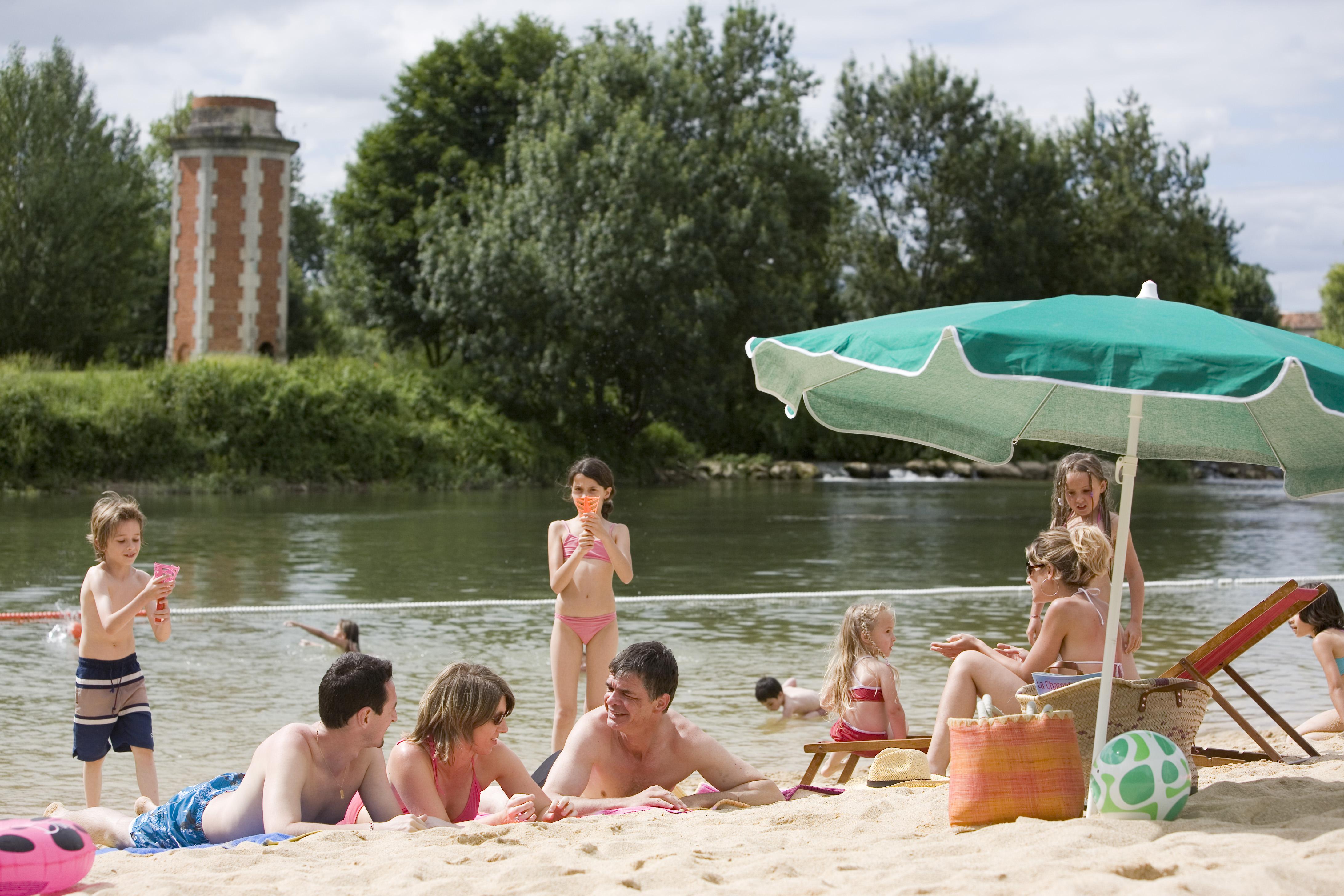 baignade bain des dames chateauneuf sur charente en croisiere inter croisieres sireuil nicols 5582 charentestourisme.jpg