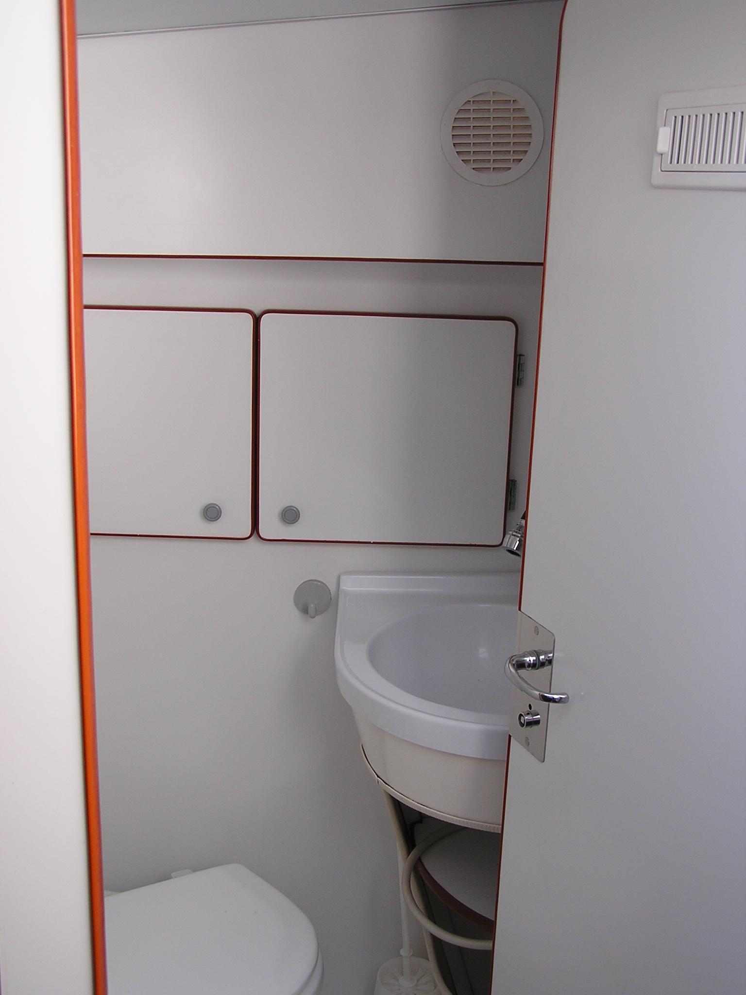 Nicols SEDAN 800 salle d eau sireuil charente intercroisieres