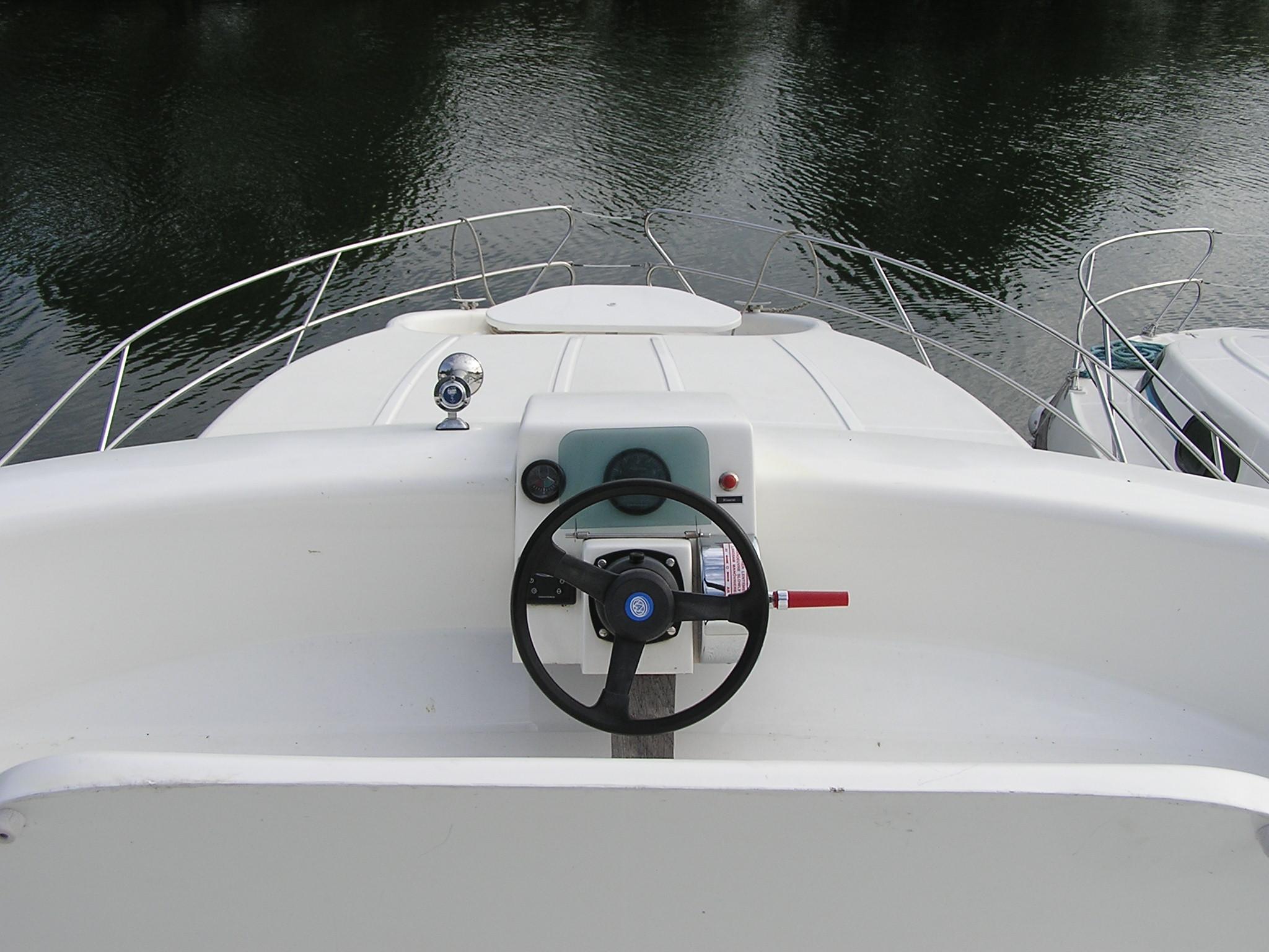 Nicols Estivale QUATTRO poste de pilotage exterieur sireuil charente inter croisieres