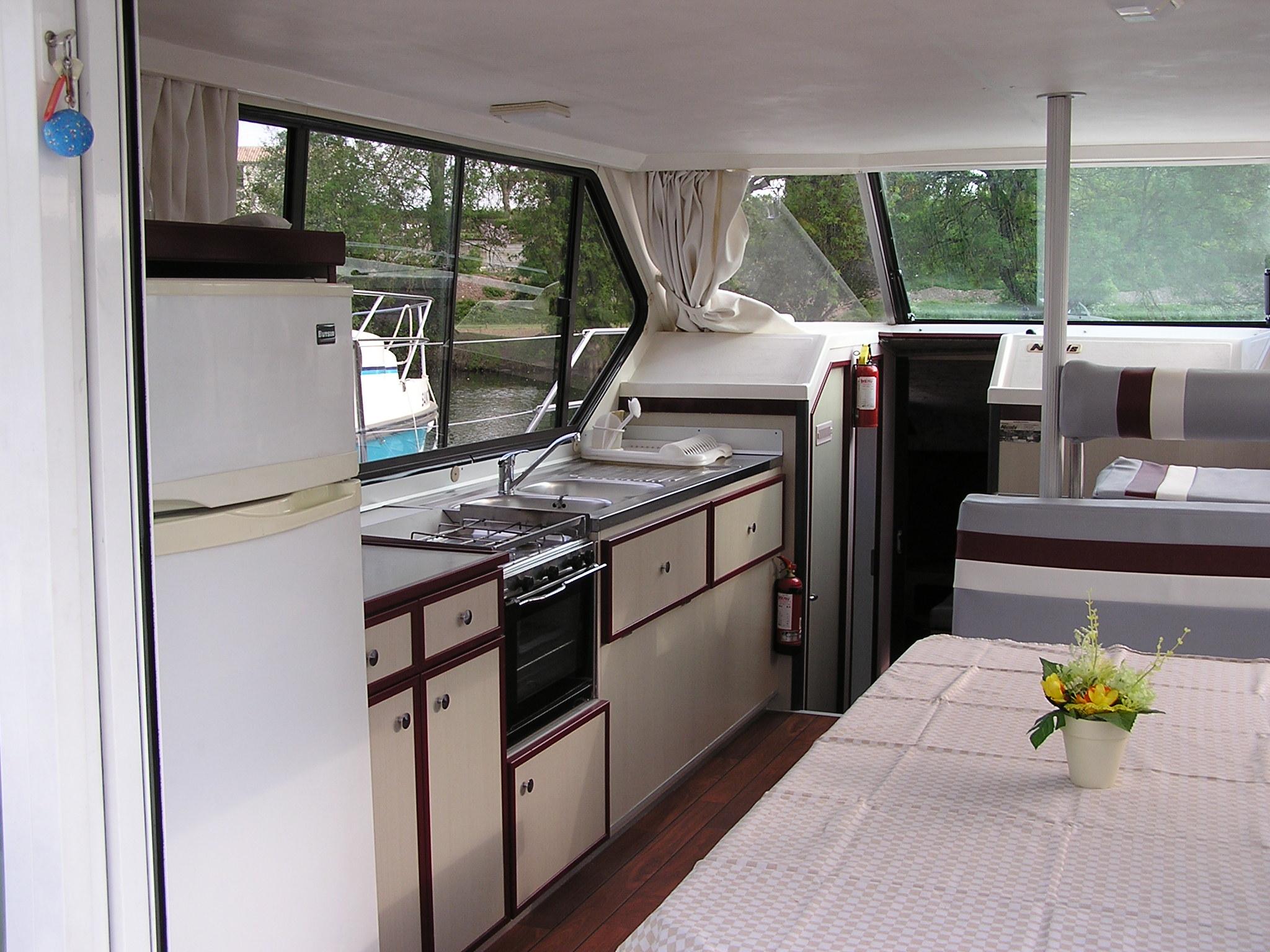 Nicols Sedan 1000 cuisine et sejour sireuil charente intercroisieres.jpg