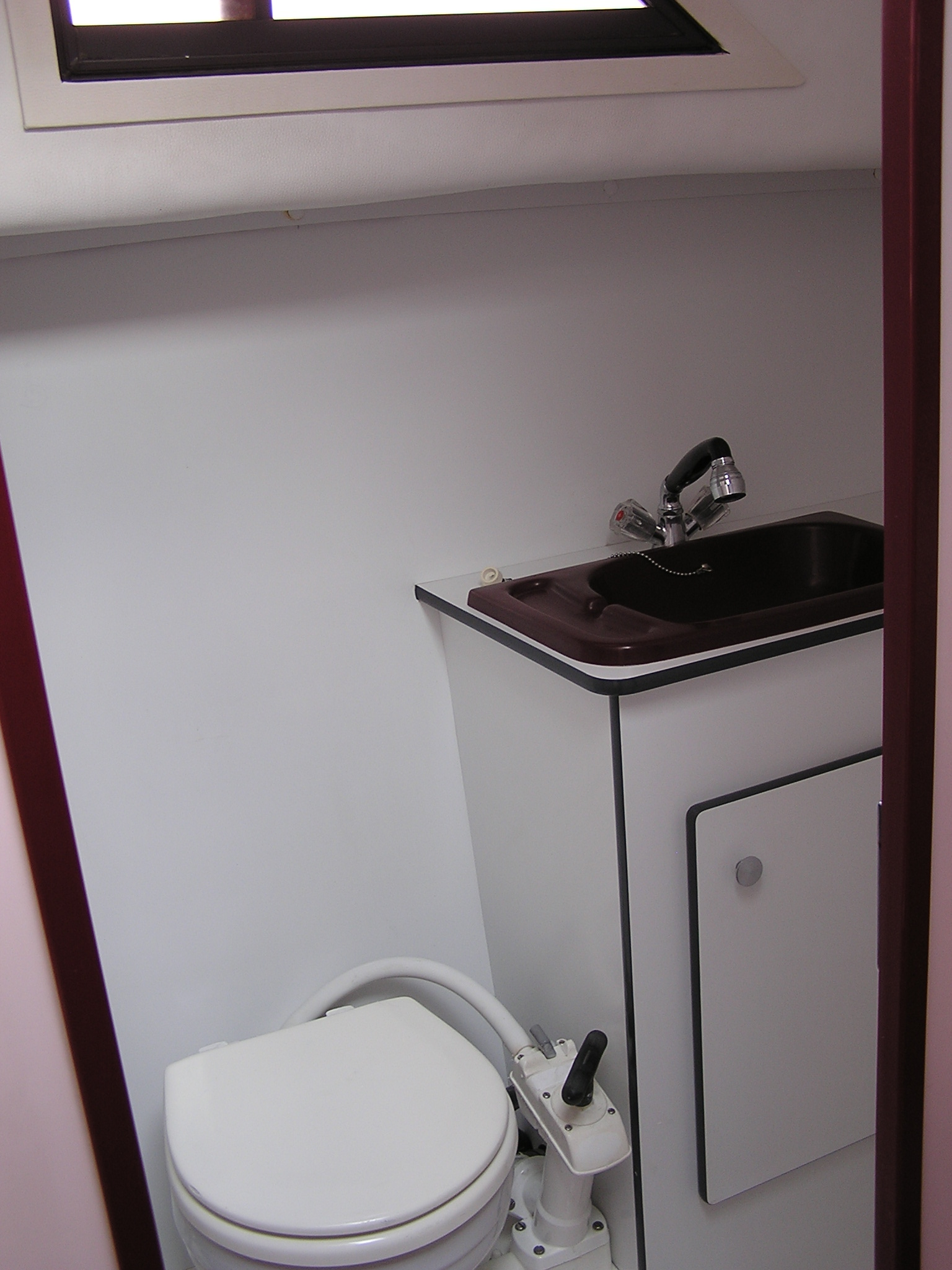 Nicols Sedan 1000 vue salle d eau Inter Croisieres