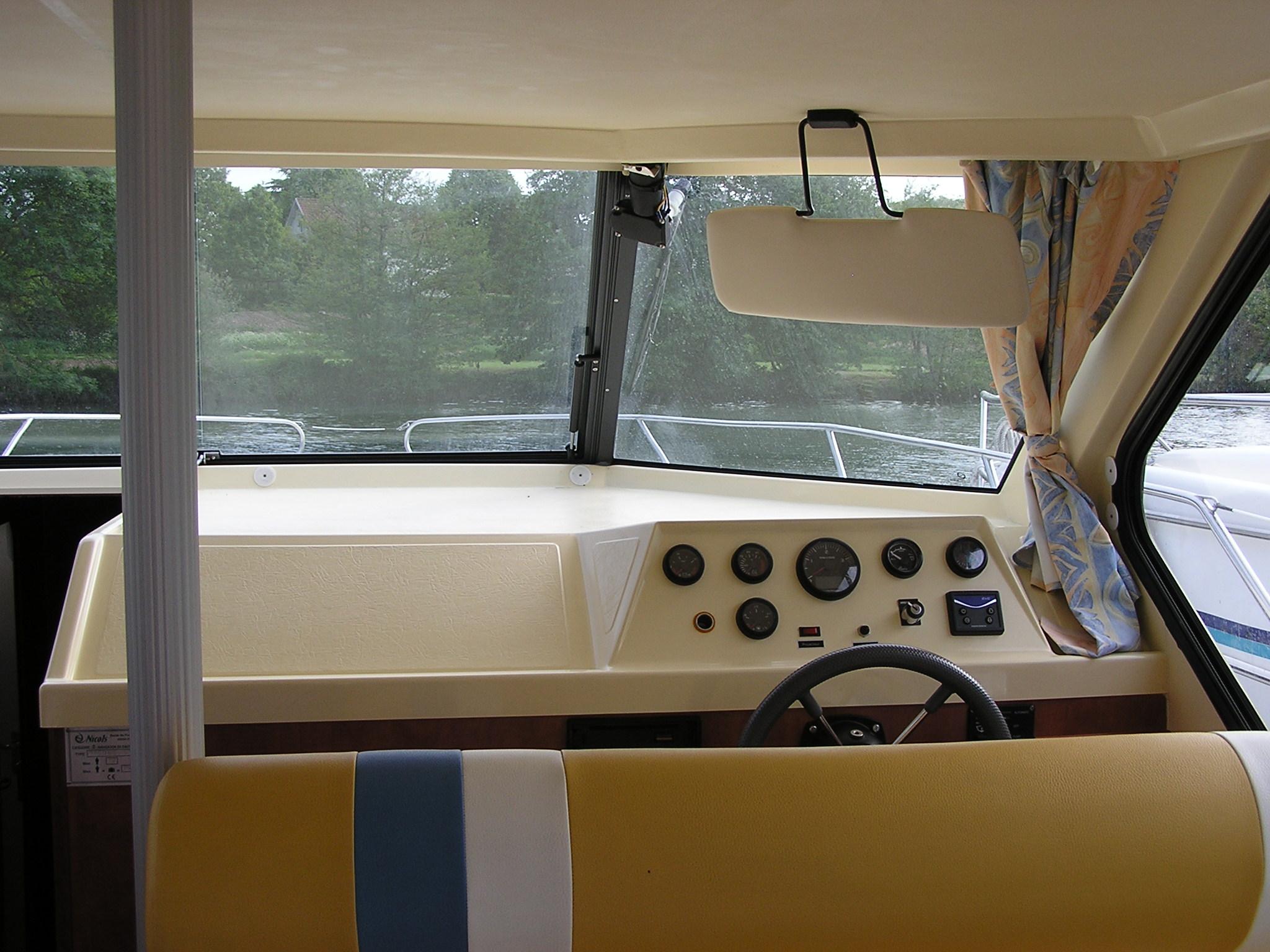 Nicols Sedan 1160 Poste de pilotage Sireuil Charente Intercroisieres