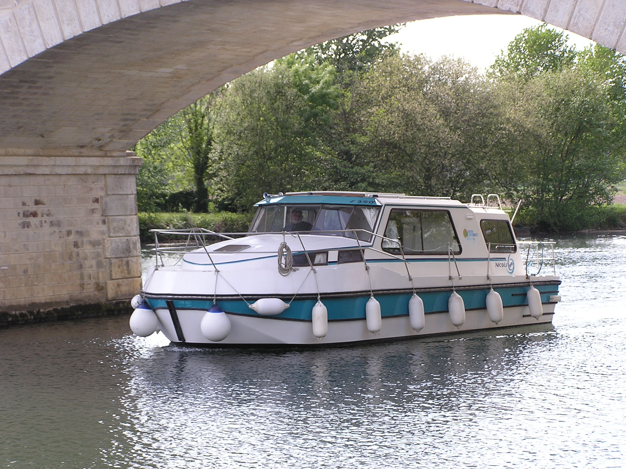 Nicols Riviera 920 en navigation sireuil charente intercroisieres