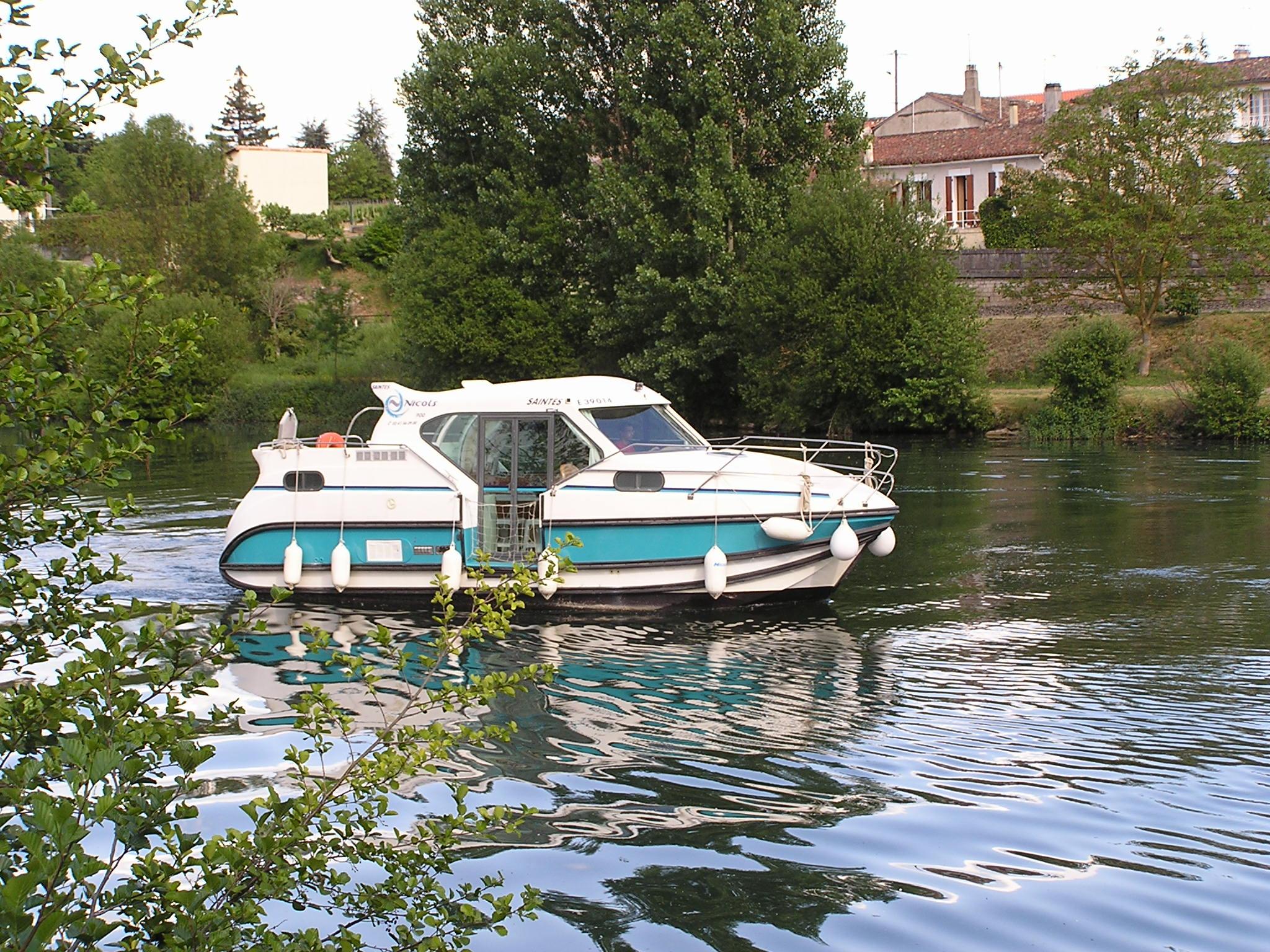 Nicols Confort 900 vue exterieur porte laterale Charente Sireuil Intercroisieres