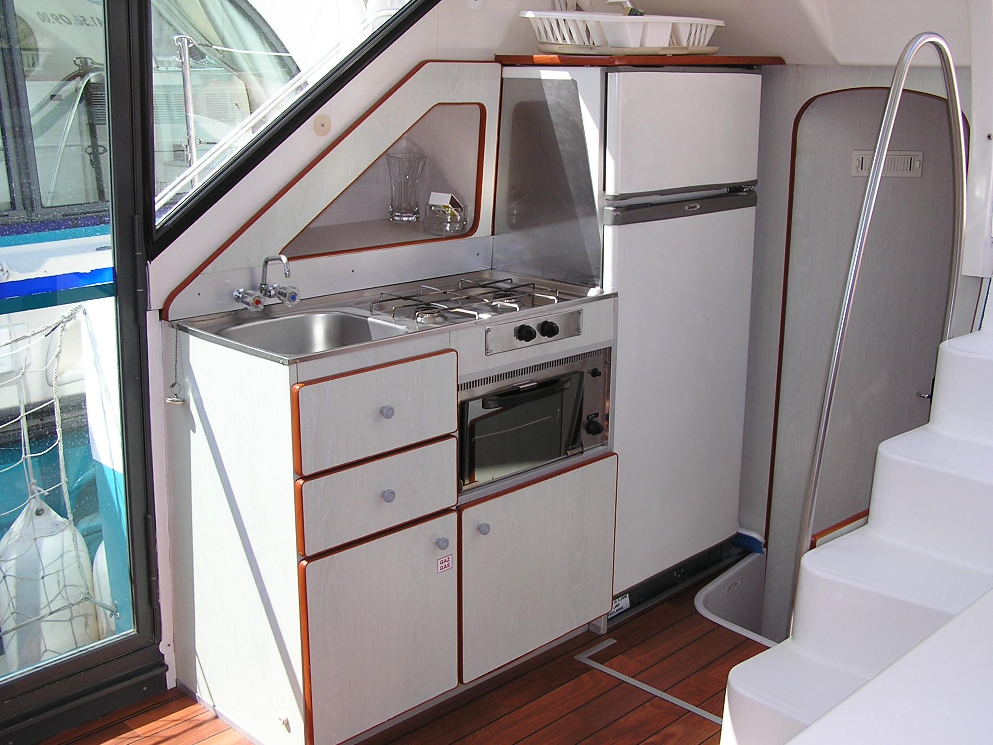 Nicols CONFORT 900 vue cuisine sireuil charente intercroisieres