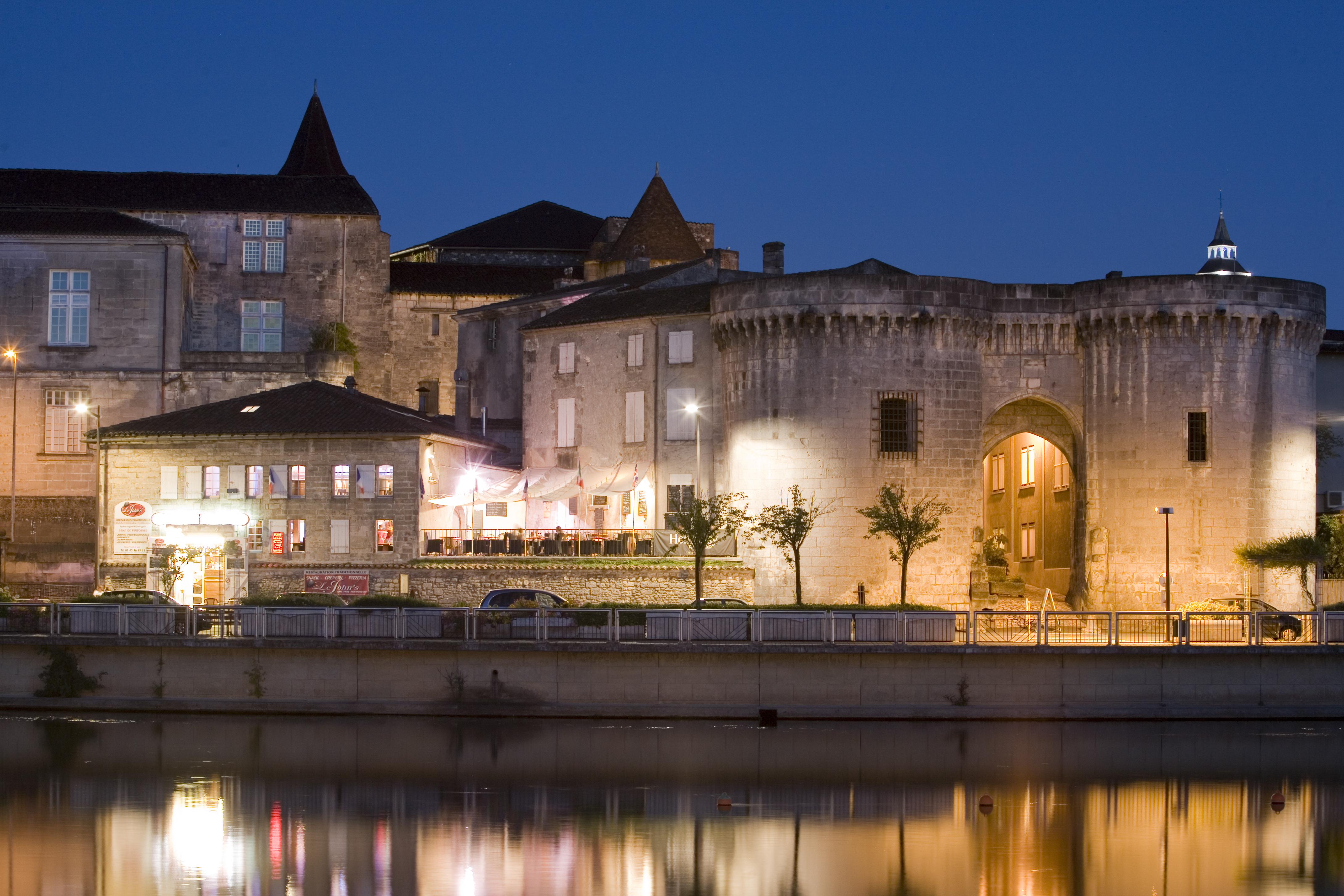 les tours saint jacques cognac charente encroisiere inter croisieres sireuil nicols.jpg