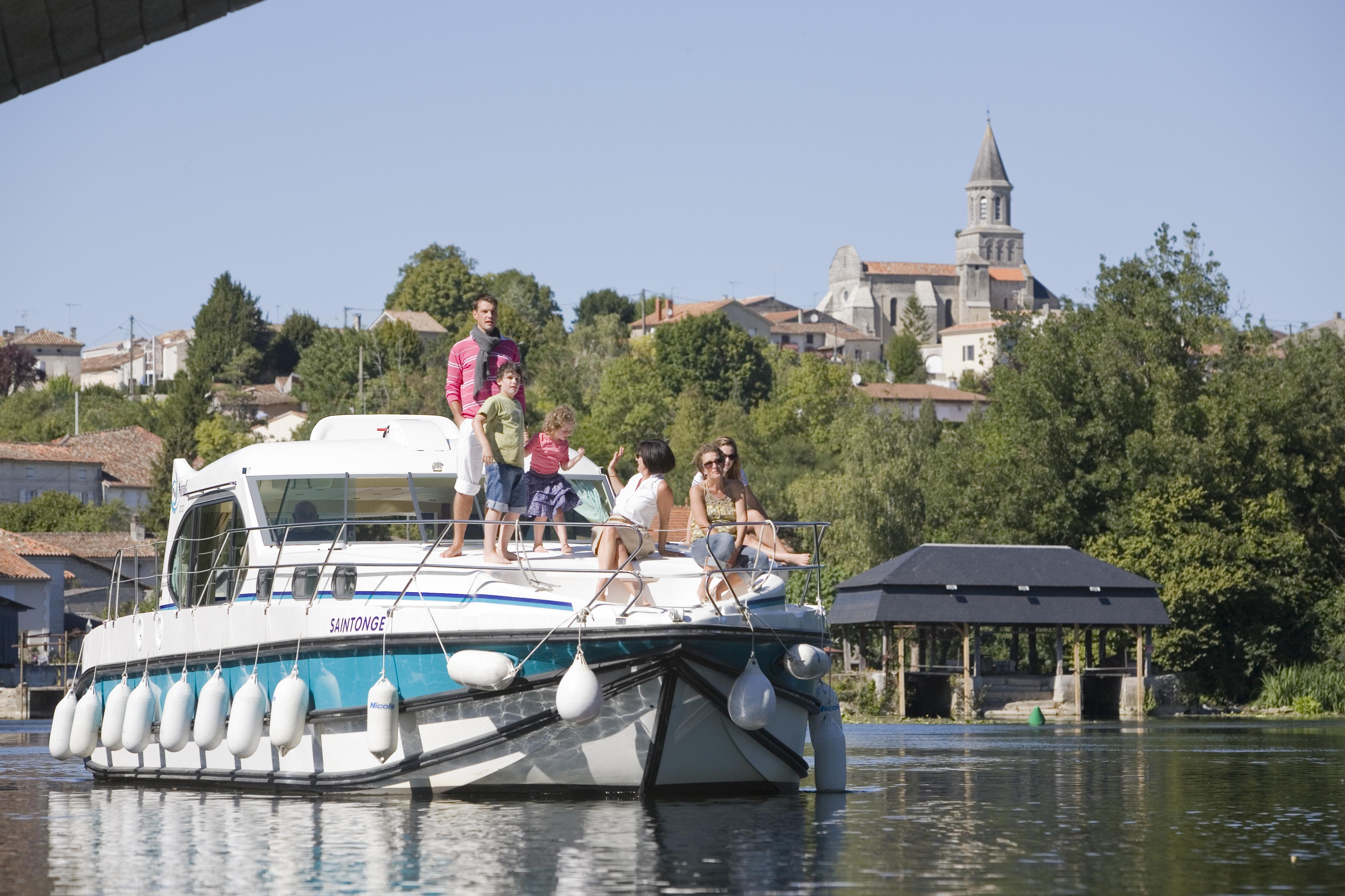 sur le bateau a saint simeux en bateau charente en croisiere inter croisieres sireuil nicols.jpg